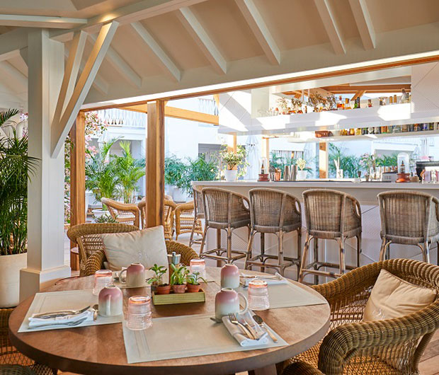 CHEVAL BLANC ST-BARTH ISLE DE FRANCE, ST BARTHS dining and bar area