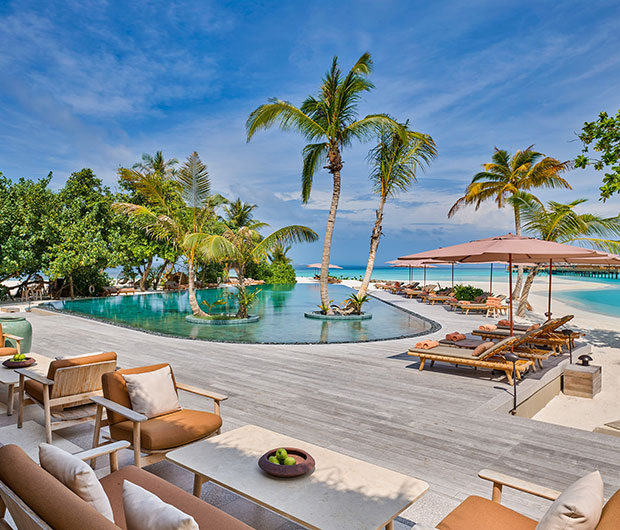 JOALI, THE MALDIVES pool and outdoor dining