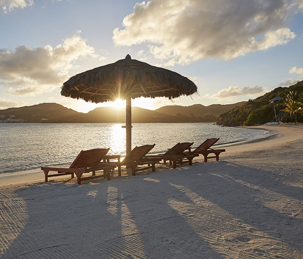 MANDARIN ORIENTAL CANOUAN, ST VINCENT & THE GRENADINES sunbeds on the beach
