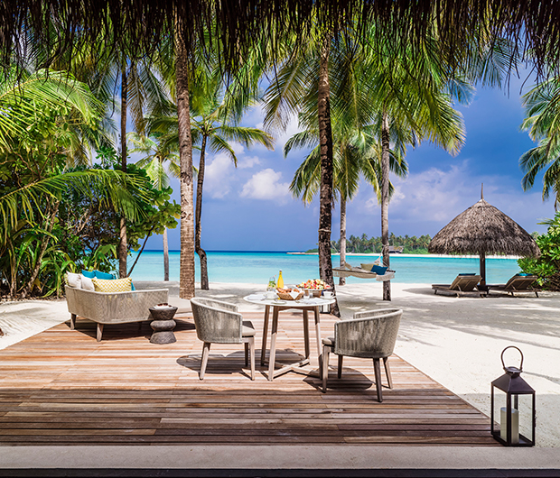 ONE&ONLY REETHI RAH, MALDIVES beach dining