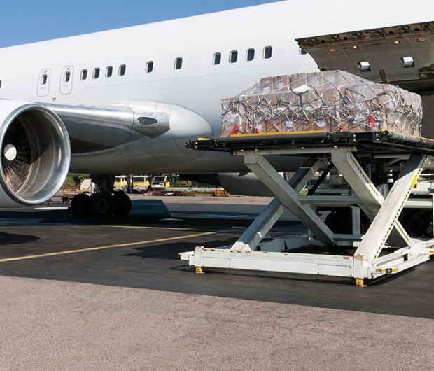 Loading cargo on to large aircraft